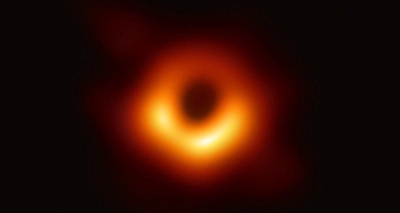 人類歷史上首張「黑洞」影像照片曝光直播 & P 圖惡搞笑塗鴉
